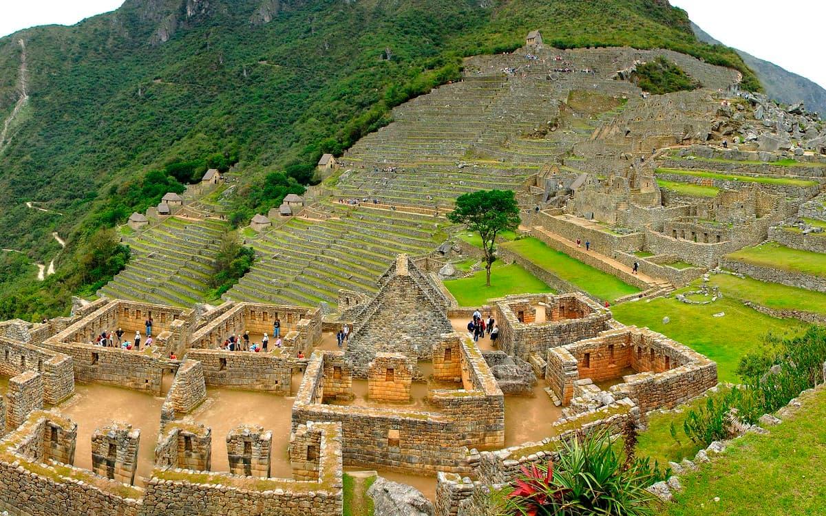 Machu-Picchu-en-Bus-Tour